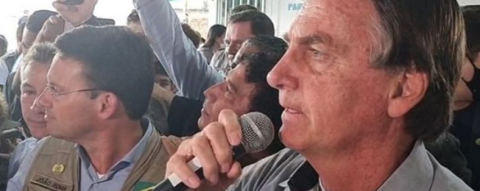 Em visita à refugiados venezuelanos, Bolsonaro manda indireta para Lula