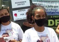 Parentes e amigos de barbeiro morto a tiros em bar de Salvador realizam protesto