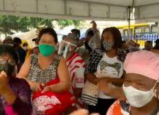 Segunda Dose: Idosos protestam após suspensão da aplicação da vacina em Salvador