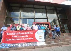 Sindicato dos bancários realiza protesto em prol da vacinação