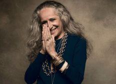 Cantora Maria Bethânia faz post anunciando música nova, em comemoração aos seus 75 anos