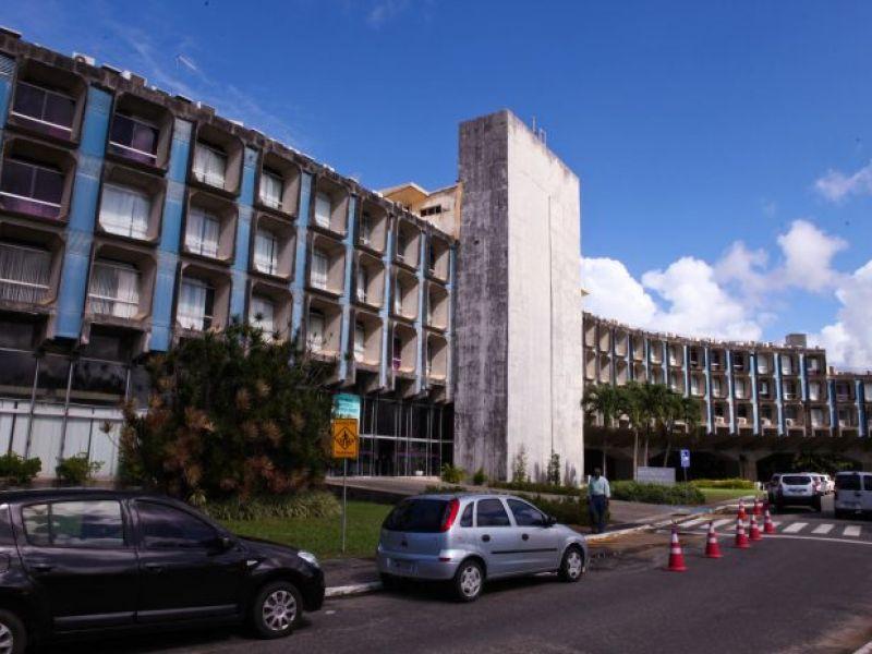 Apartamento duplex e terrenos em Vilas do Atlântico estão entre bens leiloados pelo Estado