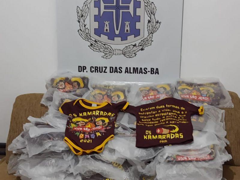 Polícia apreende 142 camisas de bloco junino para festa clandestina marcada em Cruz das Almas