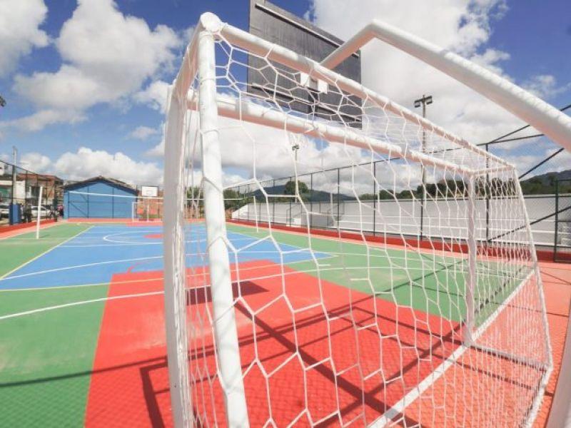Governo do Estado inaugura quadra poliesportiva em Coaraci