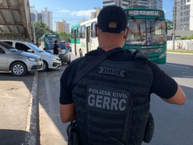 Polícia Civil prende três em flagrante furtando ônibus