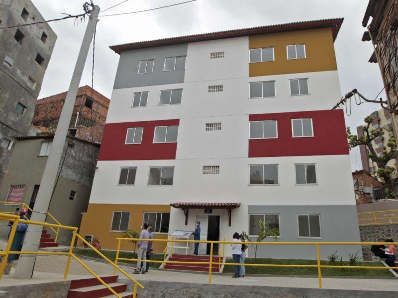Novas unidades habitacionais e uma praça em comunidade são entregues no Costa Azul