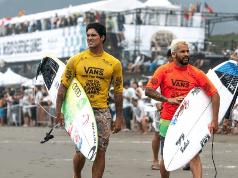 Olimpíadas: Gabriel Medina e Italo Ferreira avançam às quartas de final em Tóquio