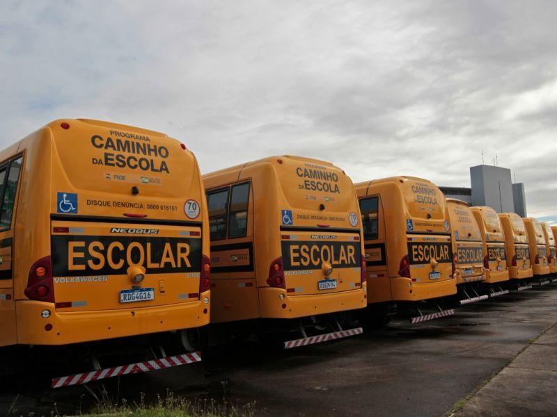 Governador pede apoio aos municípios para garantir transporte escolar