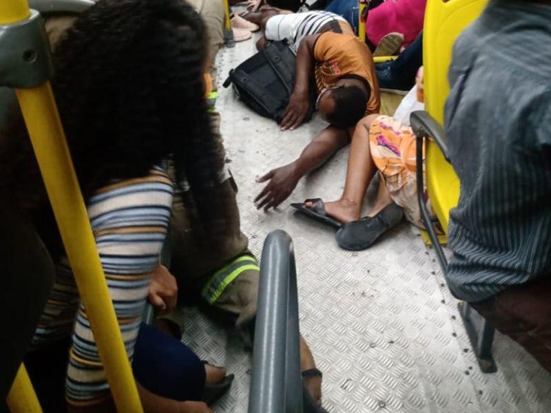 Assalto a ônibus na BR-234 termina com um morto e cinco baleados