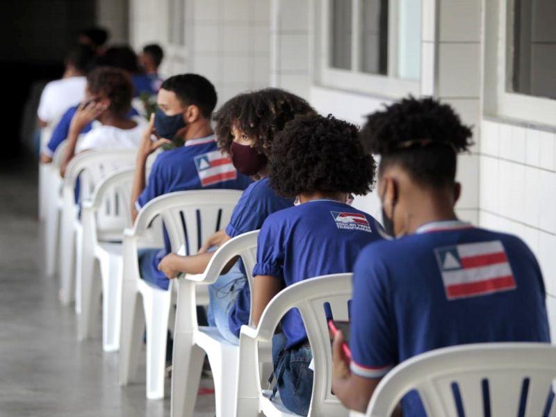 Governo investe mais de R$ 6 milhões em fardamento escolar