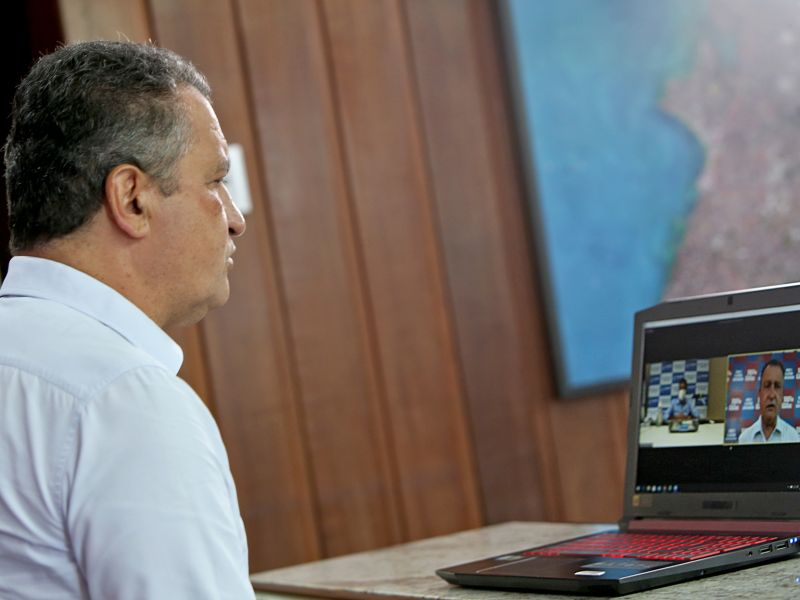 Rui Costa anuncia programas de benefício a estudantes do ensino médio e superior