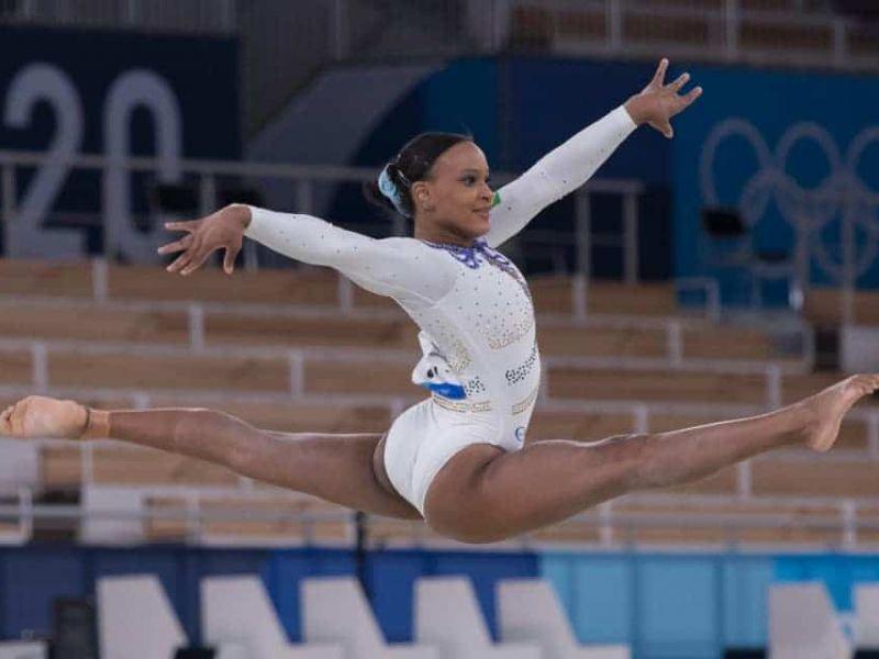 Olimpíadas: Rebeca Andrade conquista medalha de prata ao som de Baile de Favela