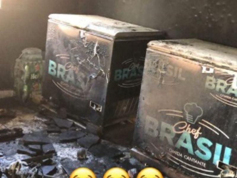 Incêndio atinge petiscaria do cantor Mário Brasil e local fica completamente destruído