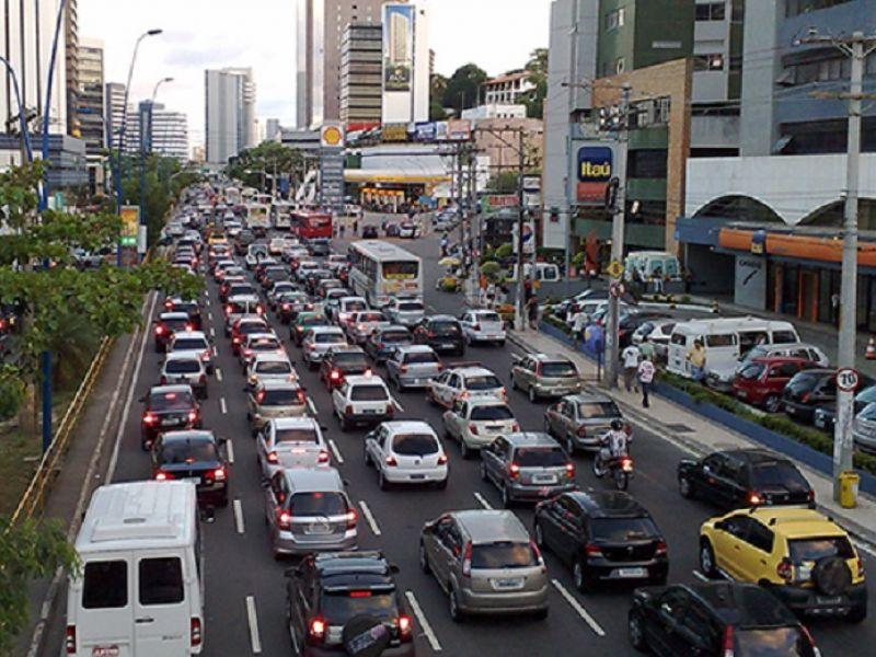 Prefeitura investe na sinalização das vias de tráfego da cidade