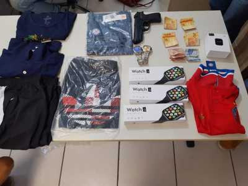 Suspeita de roubo é presa tentando registrar ocorrência do crime