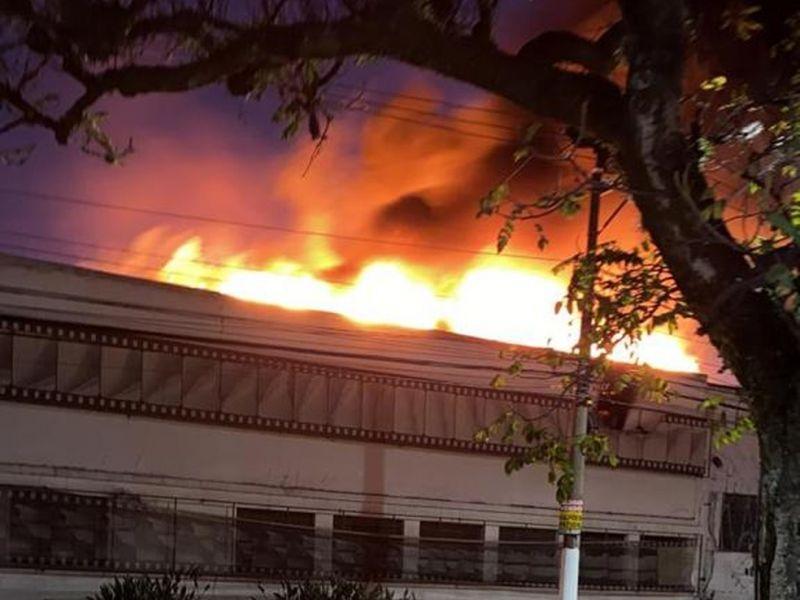 Bombeiros debelam incêndio em galpão da Cinemateca Brasileira em São Paulo; secretário não se pronunciou ainda