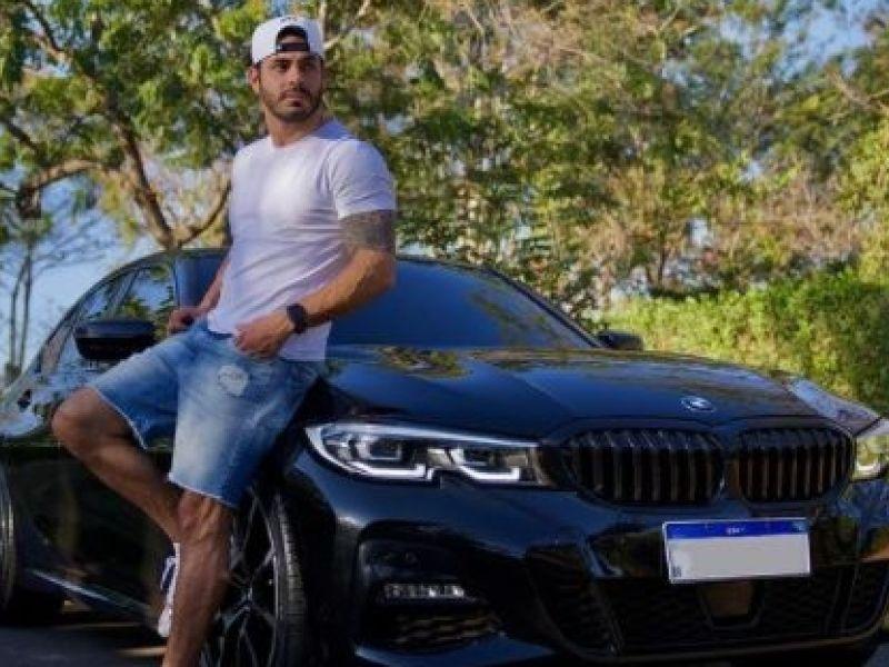 Ex-BBB, Rodolffo exibe carro de R$ 270 mil na redes sociais