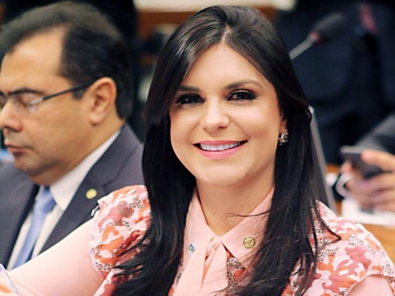 Dayane Pimentel ingressa com pedido no Conselho de Ética contra Eduardo Bolsonaro