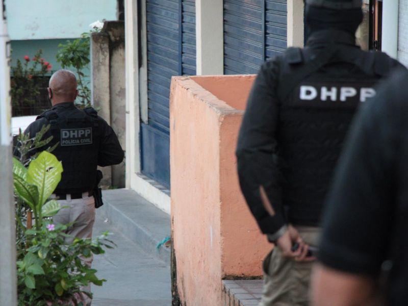 Homem com mandados em aberto é preso por roubo em São Cristóvão