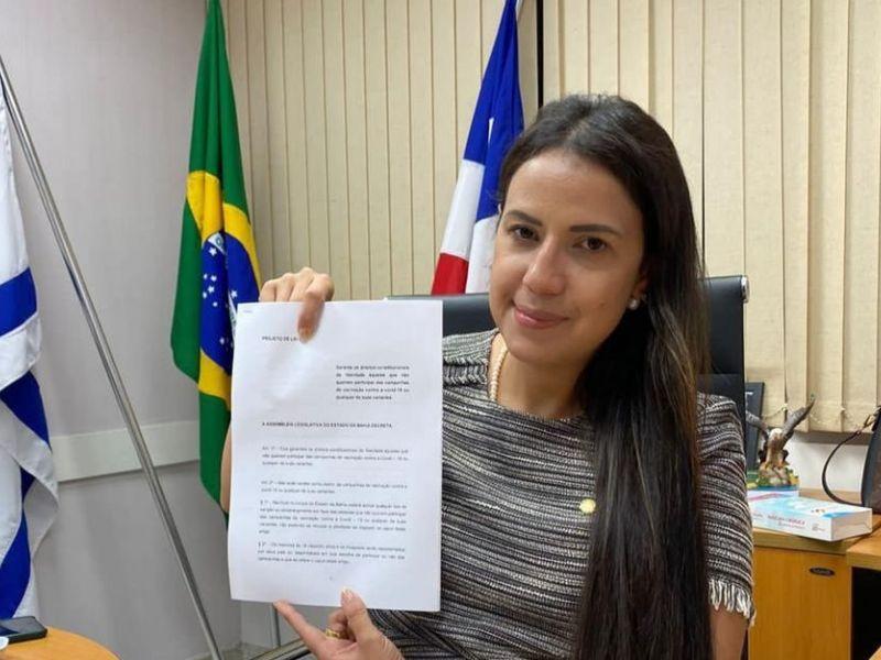 Deputada bolsonarista da Bahia não se vacina contra o coronavírus