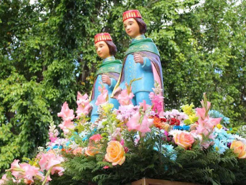 Devotos homenageiam São Cosme e São Damião em Salvador