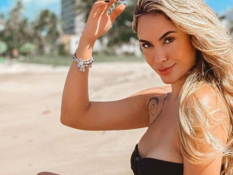 Gata é ela! Ex-BBB Sarah Andrade esbanja corpão na praia