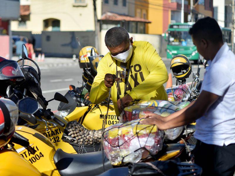 Mototaxistas receberão cestas básicas nesta segunda (20)