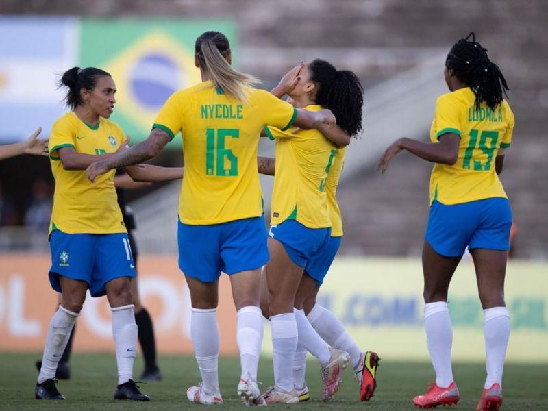 Seleção brasileira feminina goleia Argentina, em João Pessoa