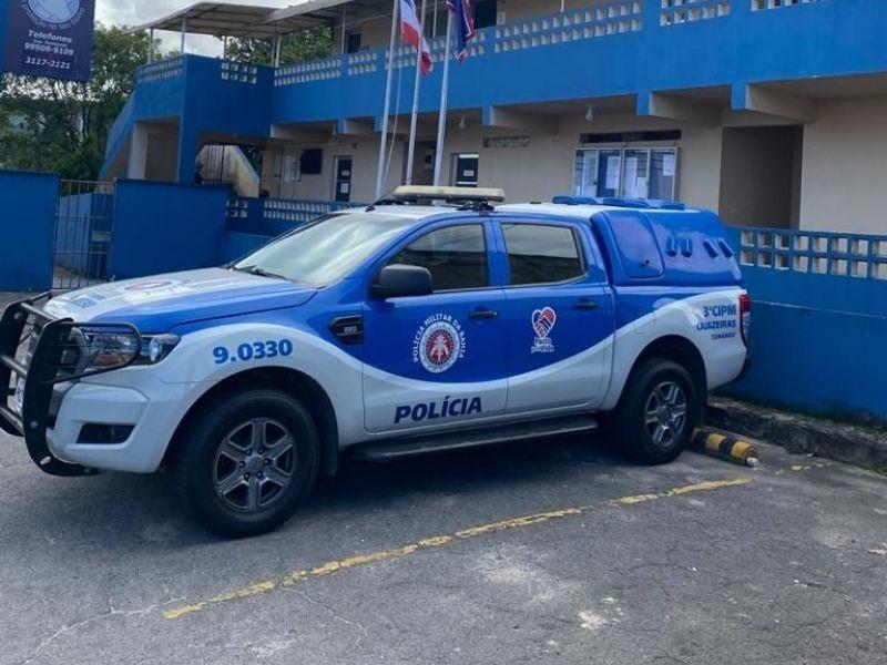 PMs salvam criança engasgada com moeda em Salvador