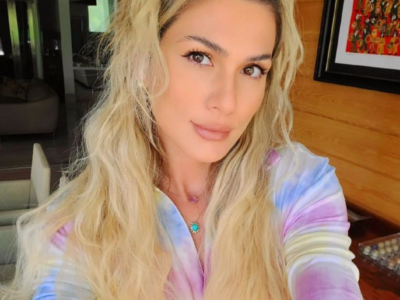 Lívia Andrade rebate seguidora e critica Pérola Barreiros