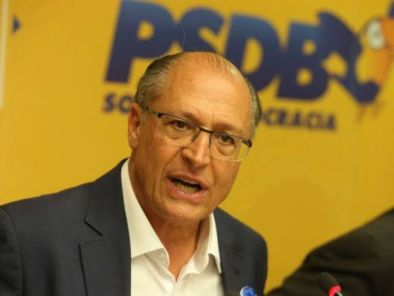 """Alckmin deixa oficialmente o PSDB mas pensa em voltar a sigla como """"chefe"""""""