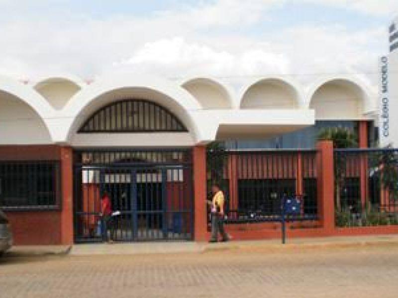 Colégio Modelo suspende aulas após registrar dois novos casos de Covid-19