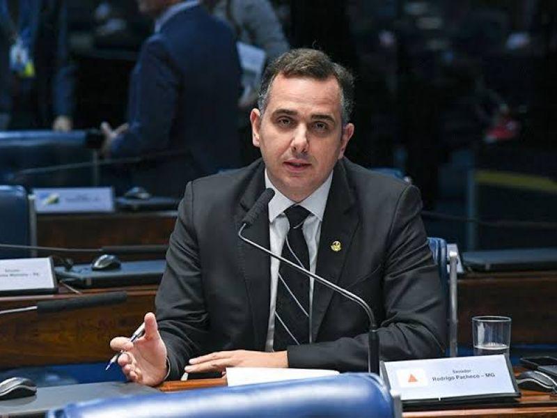 Rodrigo Pacheco adia PEC sobre cargos comissionados