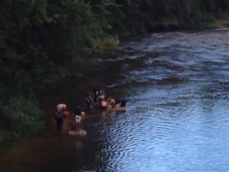 Jovem morre afogado após tentar resgatar celular que caiu em rio no sul da Bahia