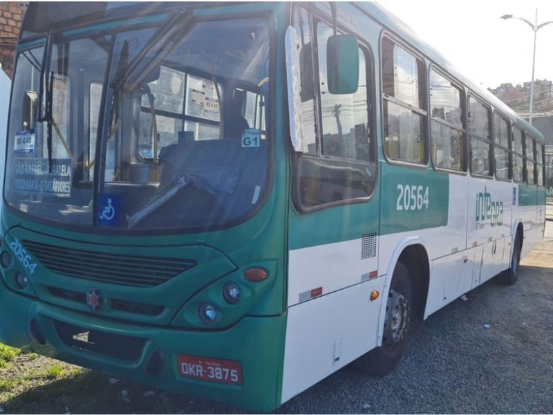 Ônibus é assaltado na Av. Paralela