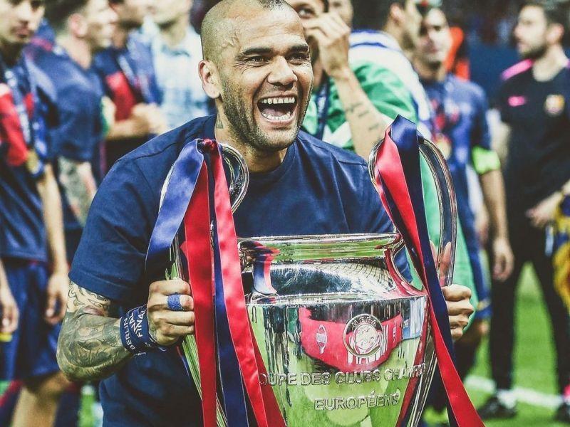 Koeman nega retorno de Daniel Alves ao Barcelona