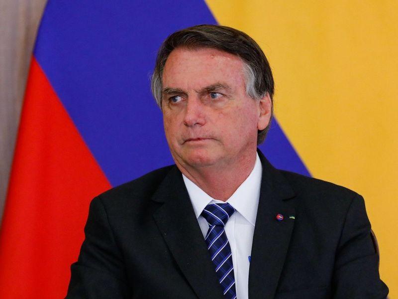 """Bolsonaro confirma Auxílio Brasil de R$ 400: """"Ninguém vai furar teto"""""""