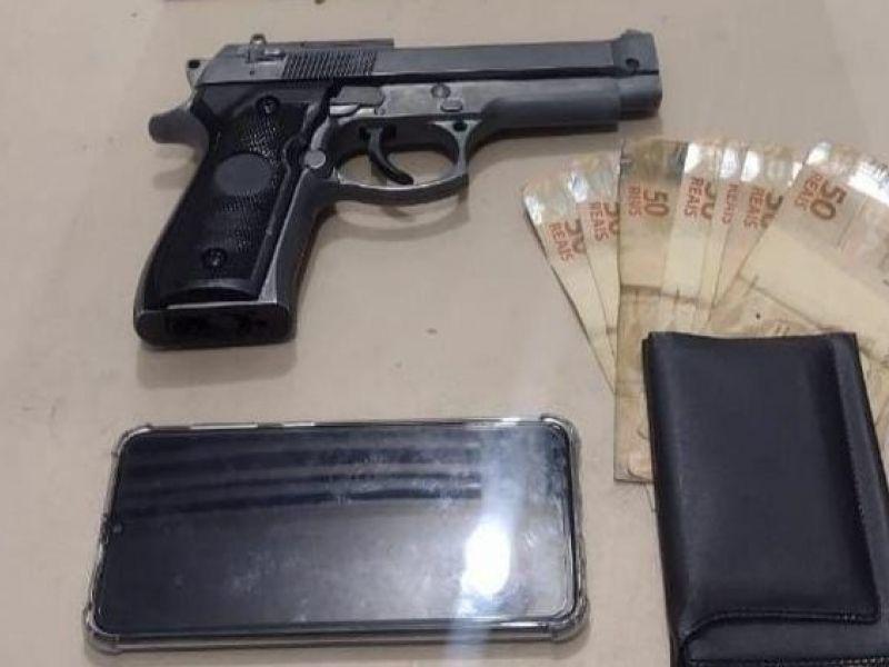 Policiais prendem dupla de assaltantes que utilizavam arma de brinquedo