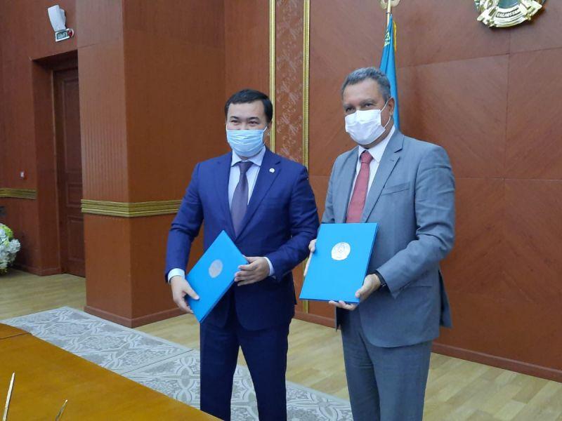 Rui assina acordo de cooperação e visita de parque industrial para a Bahia no Cazaquistão