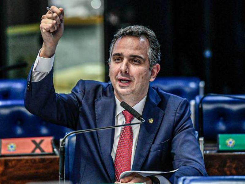'Não há espaço para aumento do auxílio fora do teto', declara presidente do Senado