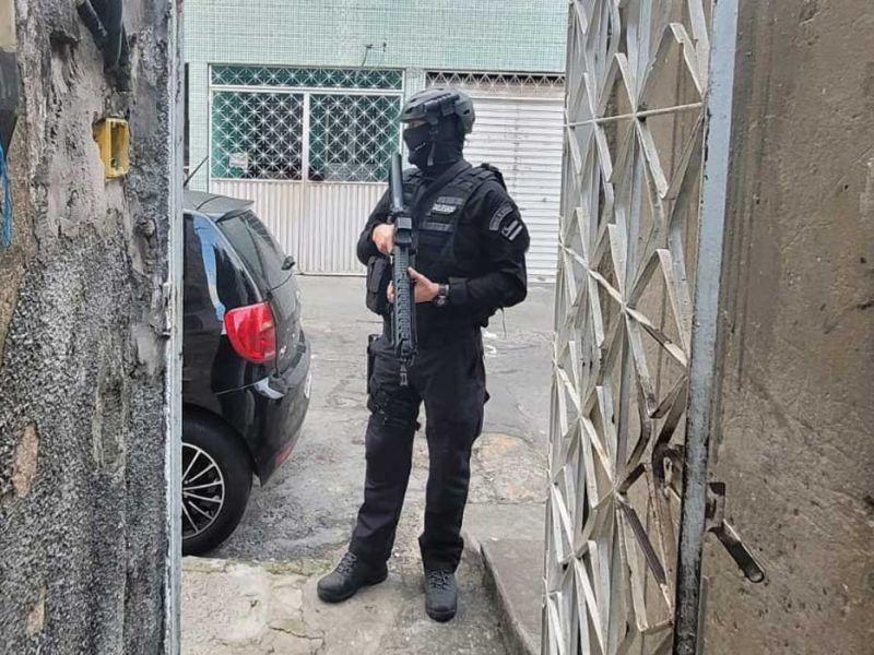 PM liberta reféns em São Sebastião do Passé; suspeito é baleado durante confronto