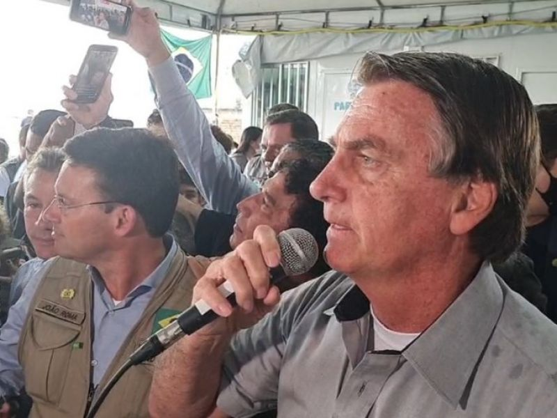 Em visita a refugiados venezuelanos, Bolsonaro manda indireta para Lula